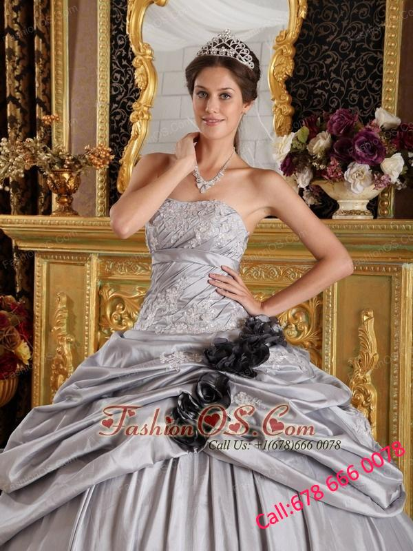 Romantic Gray Quinceanera Dress Strapless Taffeta Appliques Ball Gown