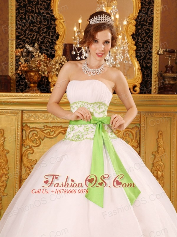 Discount White Quinceanera Dress Strapless Organza Appliques Ball Gown