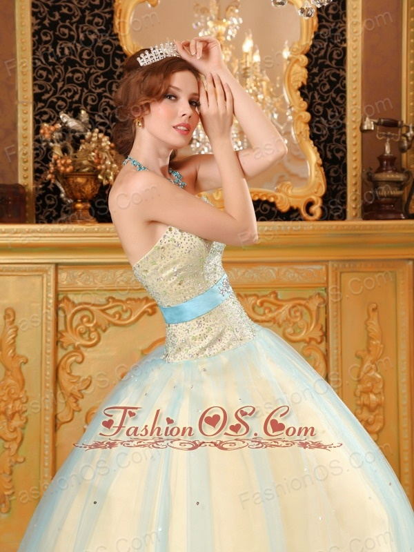 Elegant Light Yellow Quinceanera Dress Sweetheart Beading Satin and Organza Champagne A-line