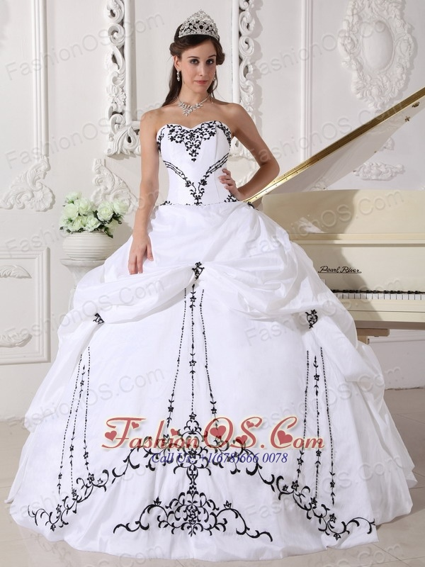 Lovely White Quinceanera Dress Sweetheart Satin and Taffeta Embroidery Ball Gown