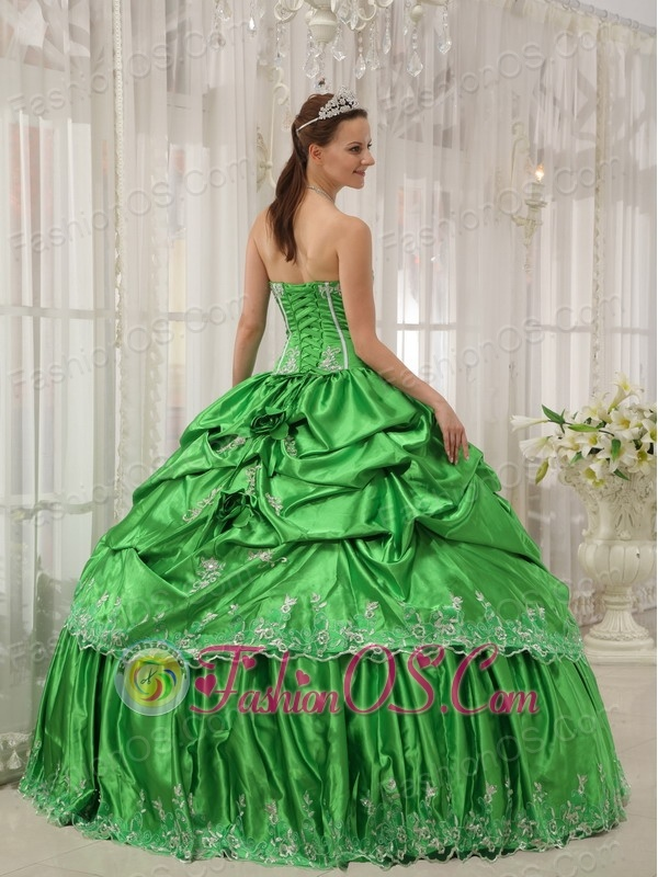 Low Price Spring Green Quinceanera Dress Strapless Taffeta Beading and Applique Ball Gown