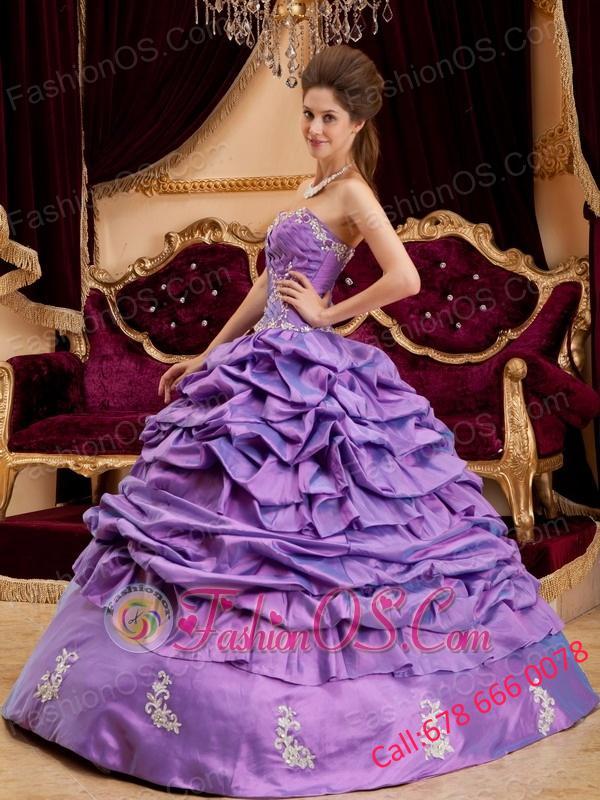 Luxurious Lavender Quinceanera Dress Sweetheart Taffeta Appliques Ball Gown