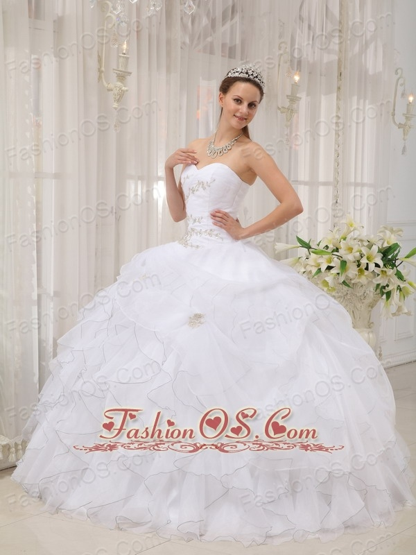Modest White Quinceanera Dress Sweetheart Organza Appliques Ball Gown