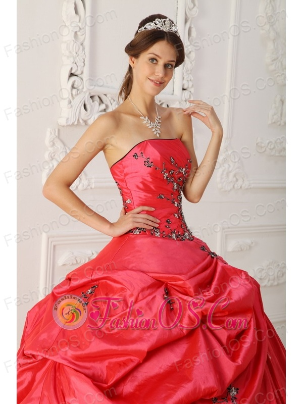 Popular Red Quinceanera Dress Strapless Taffeta Appliques Ball Gown