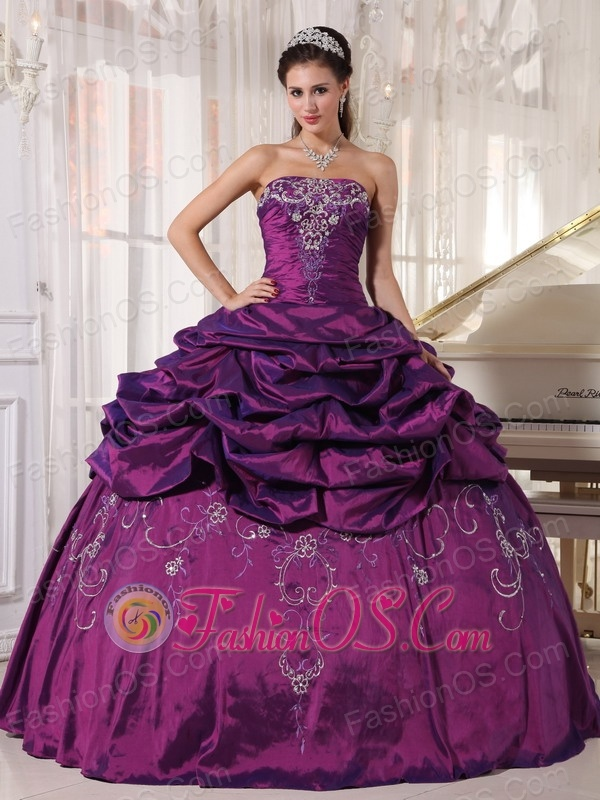 Pretty Eggplant Purple Quinceanera Dress Strapless Taffeta Embroidery With Beading Ball Gown
