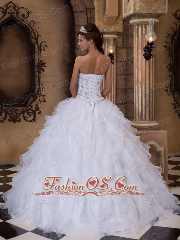 Romantic White Quinceanera Dress Sweetheart Organza Beading Ball Gown