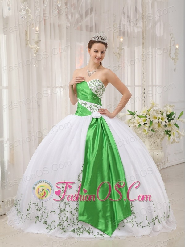 The Super Hot White Quinceanera Dress Sweetheart Organza Embroidery ...