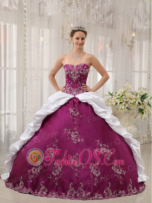 Beautiful Bright Purple and White Sweet 16 Dress Sweetheart Satin and Taffeta Embroidery Ball Gown