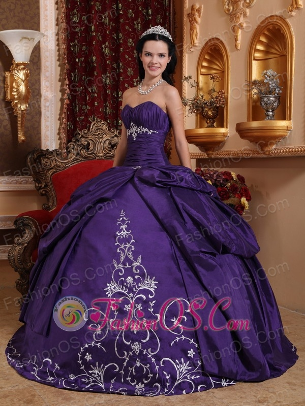 Elegant Purple Quinceanera Dress Sweetheart Taffeta Embroidery Ball Gown