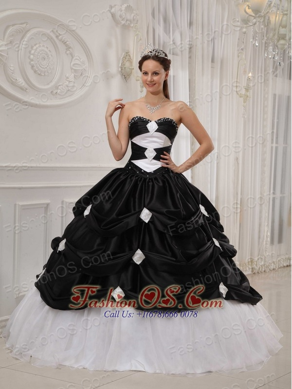 Gorgeous Black and White Quinceanera Dress Sweetheart Taffeta and Organza Beading Ball Gown