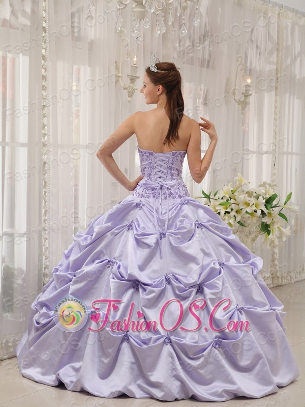 Popular Lilac Sweet 16 Dress Strapless Taffeta Appliques Ball Gown