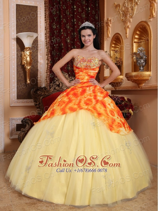 Remarkable Light Yellow Quinceanera Dress Sweetheart Tulle Beading Ball Gown
