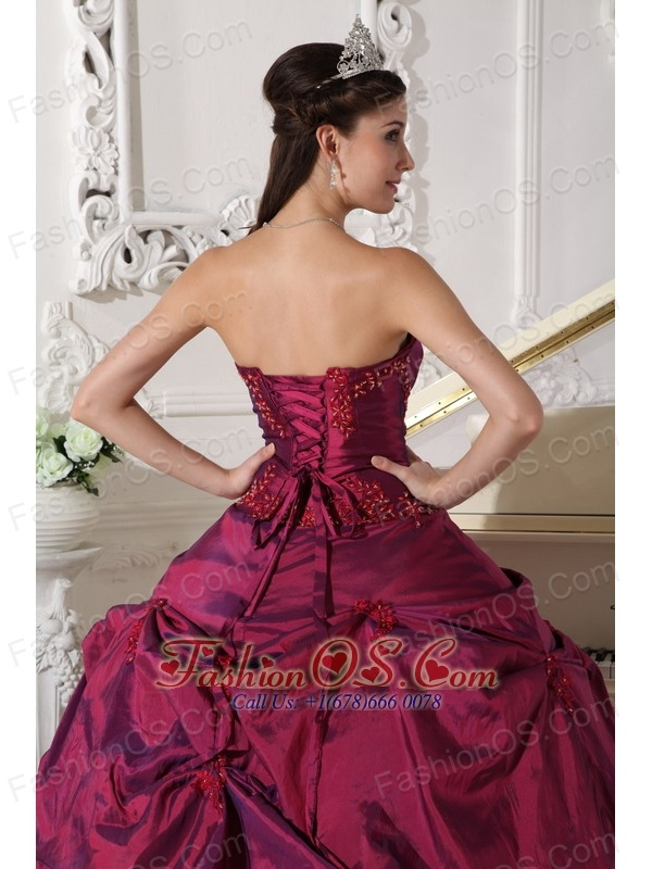 Beautiful Burgundy Quinceanera Dress Sweetheart Taffeta Appilques Ball Gown
