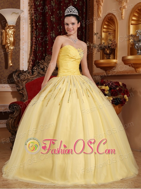 Beautiful Light Yellow Quinceanera Dress Sweetheart Tulle Beading Ball Gown