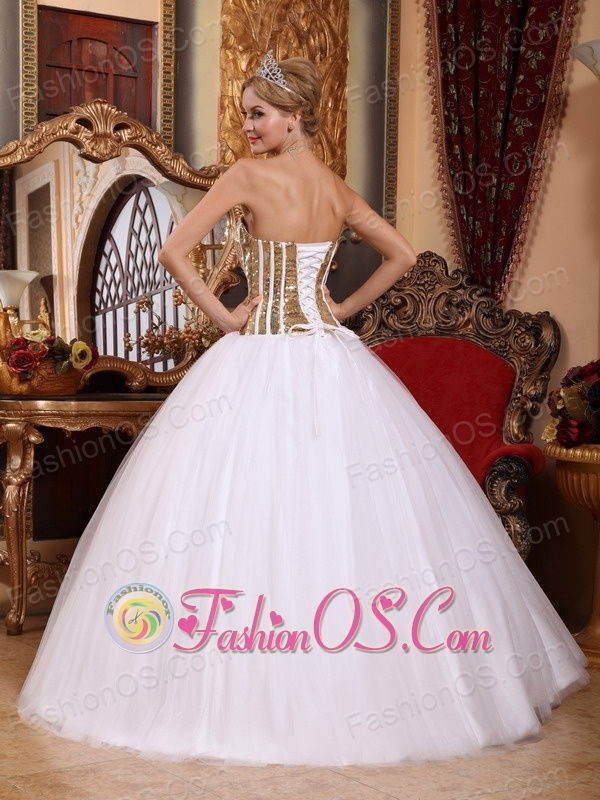 Lovely White Sweet 16 Dress Strapless Tulle Squins Ball Gown