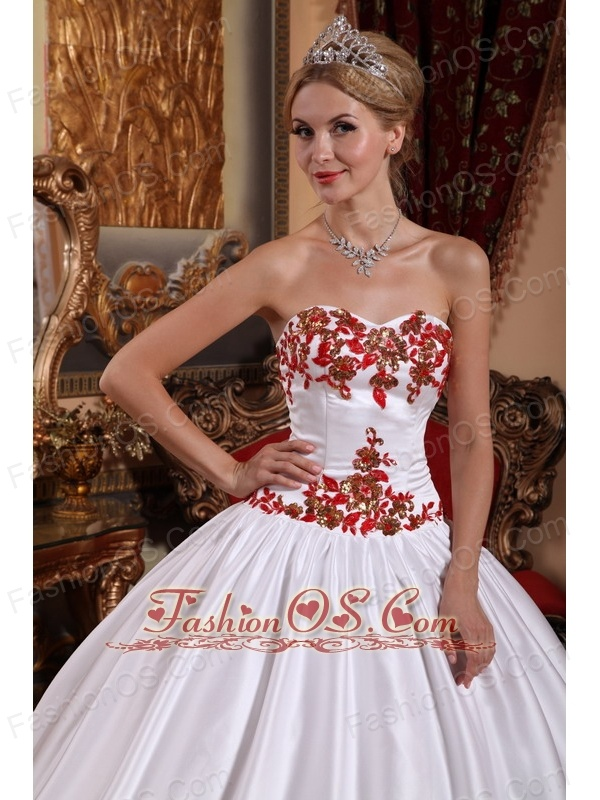 Gorgeous White Quinceanera Dress Sweetheart Taffeta Appliques Ball Gown