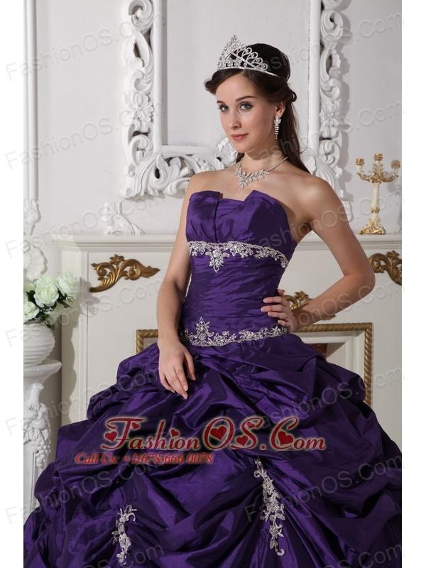 The Super Hot Dark Purple Quinceanera Dress Strapless Taffeta Appliques Ball Gown