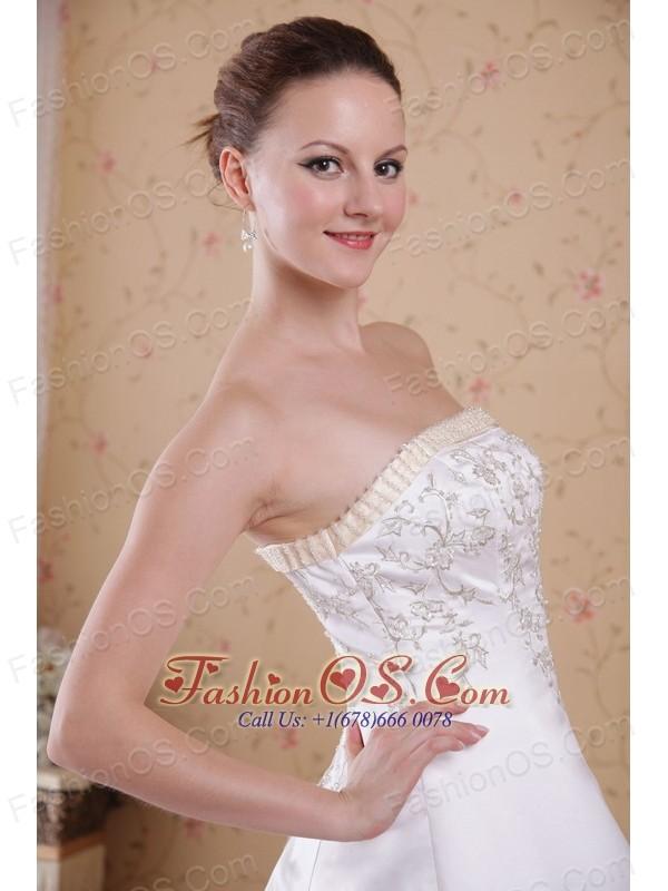 Modern A-Line / Princess Strapless Count Train Embroidery Satin Wedding Dress