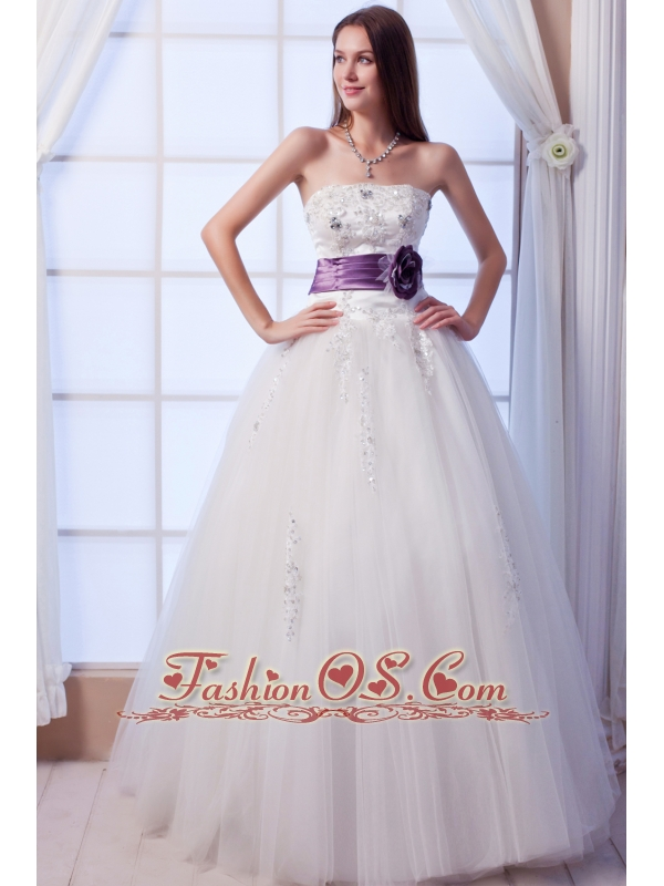 Luxurious A-line Strapless Floor-lengthTulle Beading and Hand Made Flowers Wedding Dress