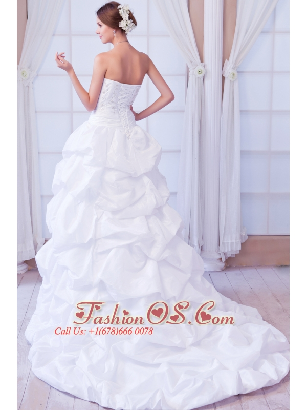 Luxurious Princess Sweetheart Court Train Taffeta Beading Wedding Dress