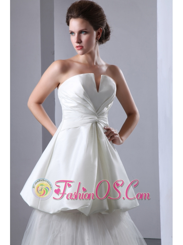Gorgeous A-line Strapless Wedding Dress Ruch Taffeta and Tulle Floor-length