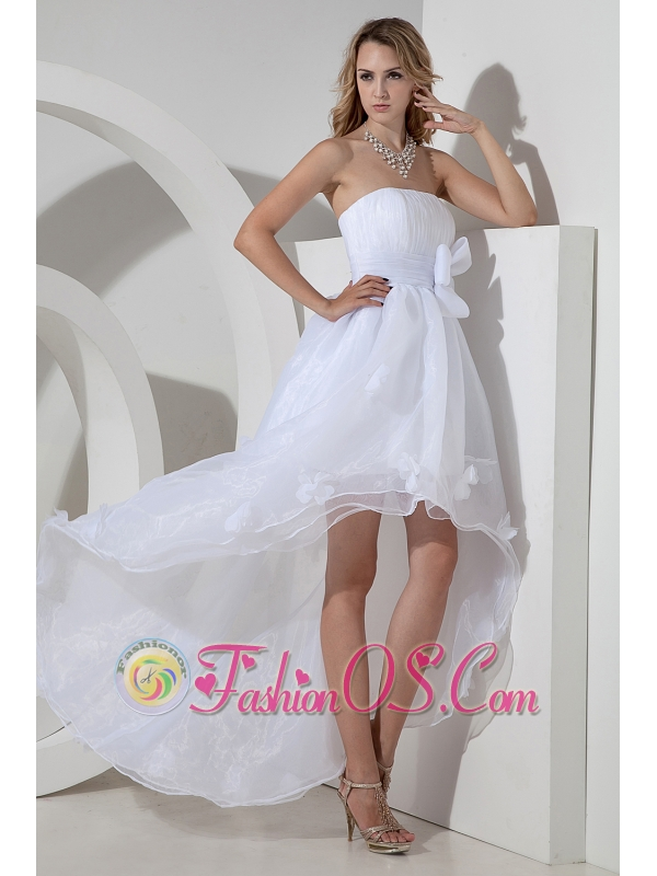 Beautiful A-line / Princess Strapless Short Wedding Dress High-low Organza Bow