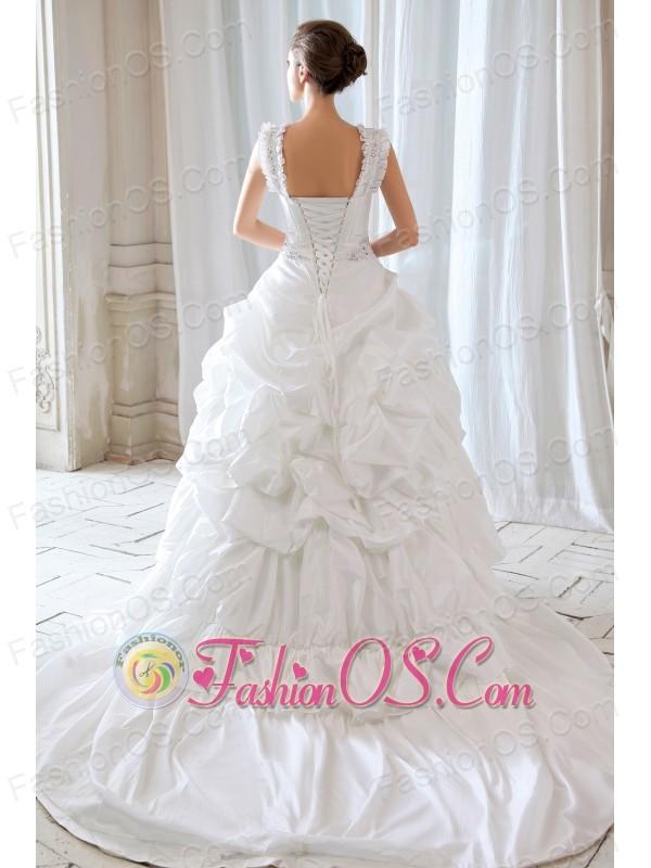 Low Price Princess Straps Beading and Appliques Ball Gown Wedding Dress Court Train Taffeta