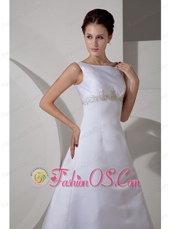 Custom Made Wedding Dress A-line Scoop Appliques Court Train Satin