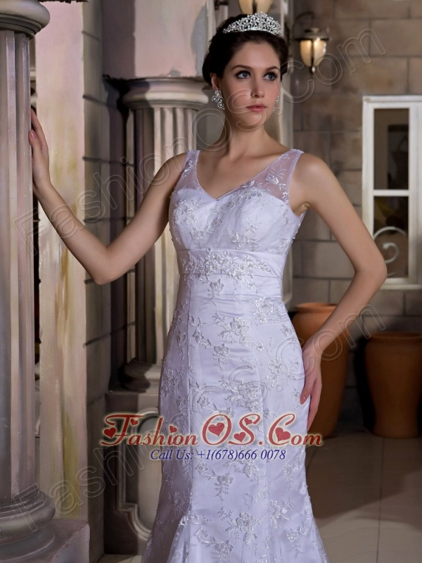 Fashionbale Mermaid V-neck Wedding Dress Court Train Taffeta and Lace