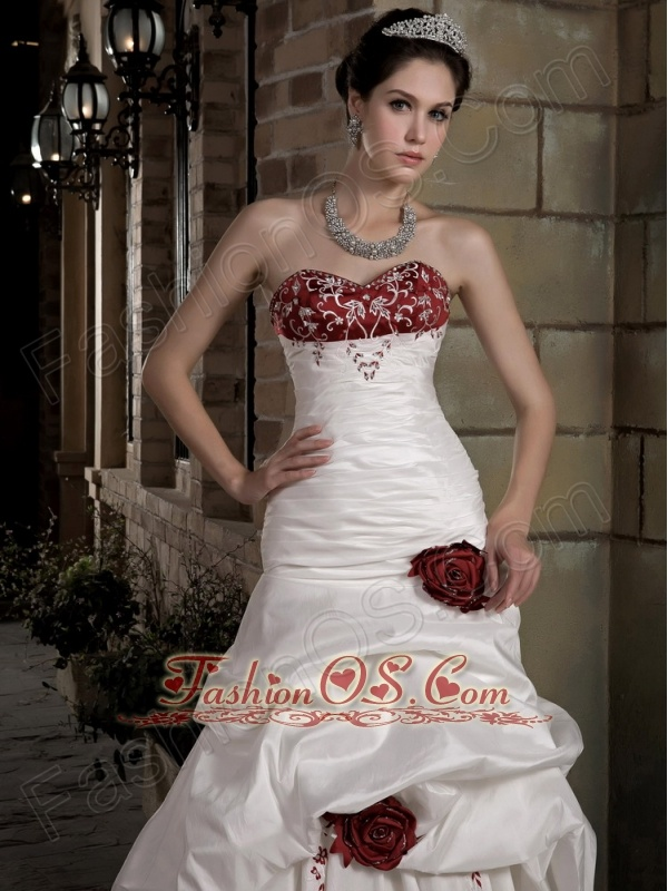 Graceful Wedding Dress A-line Sweetheart Embroidery Hand Made Flowers Chapel Train Taffeta