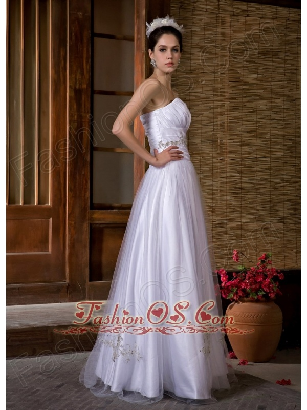 Low Cost A-line Sweetheart Wedding Dress Floor-length Taffeta and Tulle Appliques and Ruch