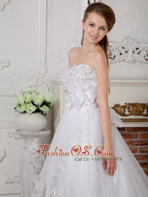 Sweet A-line Sweetheart Appliques Wedding Dress Court Train Lace