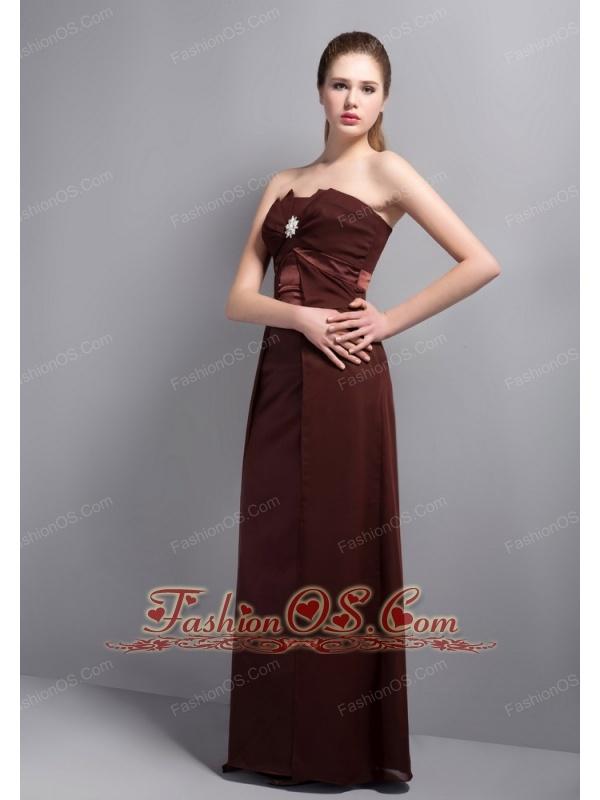 Elegant Burgundy Strapless Bridesmaid Dress with Beading