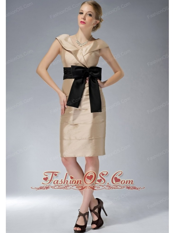 Modest Champagne Column Mother Of The Bride Dress V-neck Knee-length Taffeta Bowknot