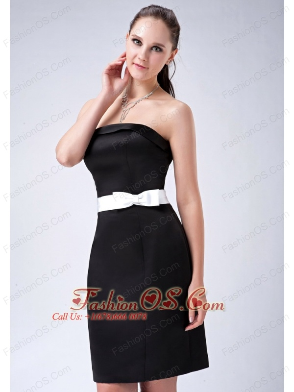 Chic Black Column Strapless Bow Bridesmaid Dress Mini-length Satin