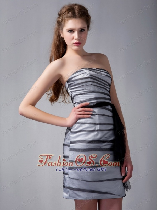 Customize White and Black Column Strapless Ruch Bridesmaid Dress Mini-length Tulle and Taffeta