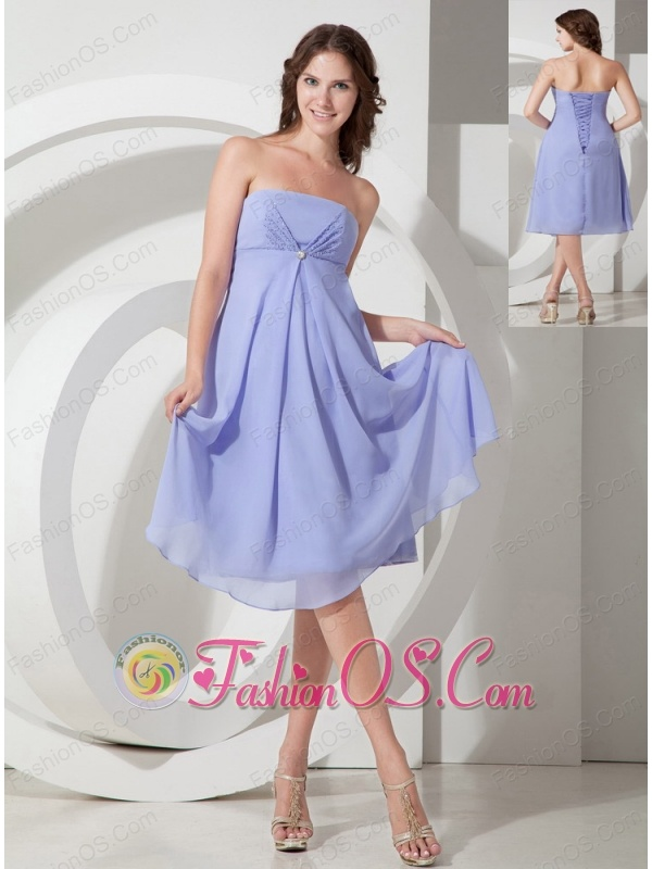 Elegant Lilac Empire Strapless Bridesmaid Dress Chiffon Beading Tea-length