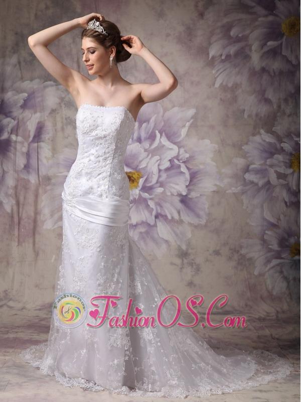 Beautiful Mermaid Strapless Lace Wedding Dress Appliques Court Train