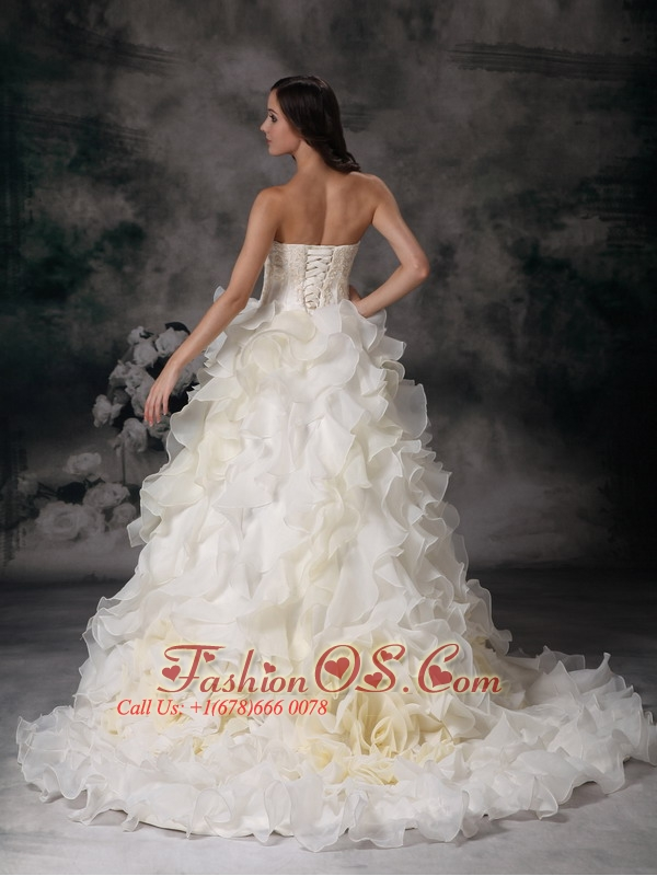 Beautiful Wedding Dress A-line Strapless Organza Hand Made Flower Chapel Train