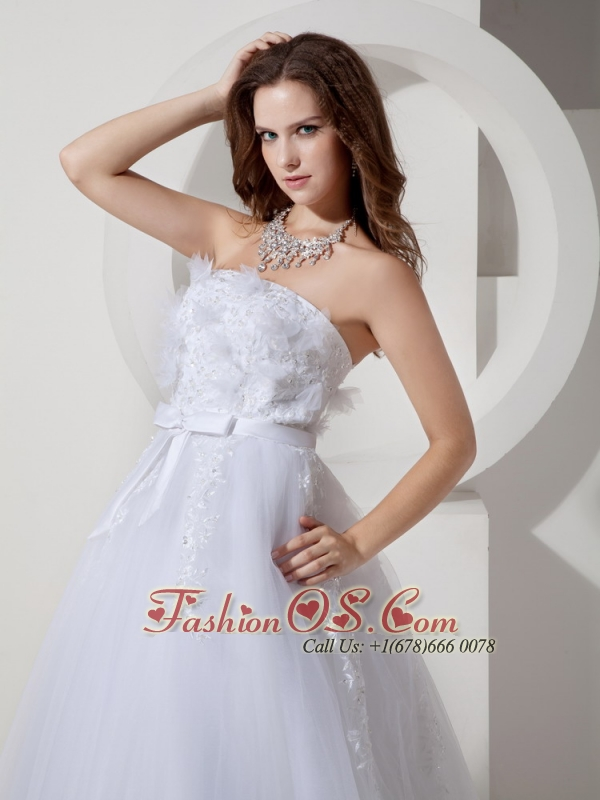 Cheap A-line / Princess Strapless Low Cost Wedding Dress Tulle Embroidery Chapel Train