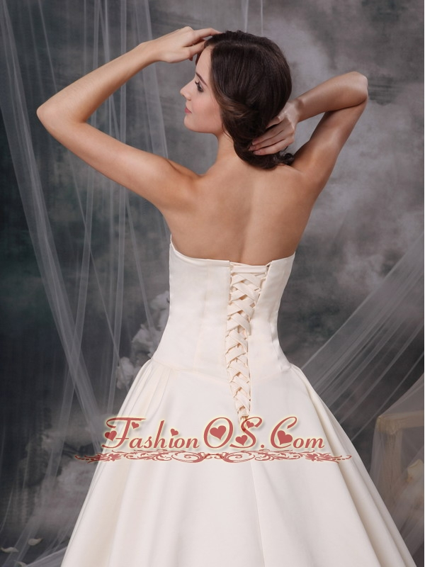 Custom Made Champagne A-line Sweetheart Low Cost Wedding Dress Satin Appliques Chapel Train