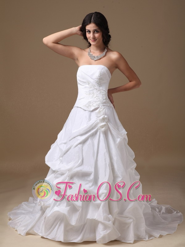 Elegant a line strapless low cost wedding dress taffeta for Wedding dresses low cost