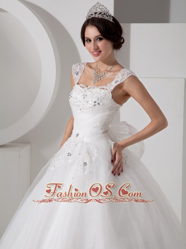 Lovely A-line Straps Tulle Wedding Dress Beading and Appliques Floor-length