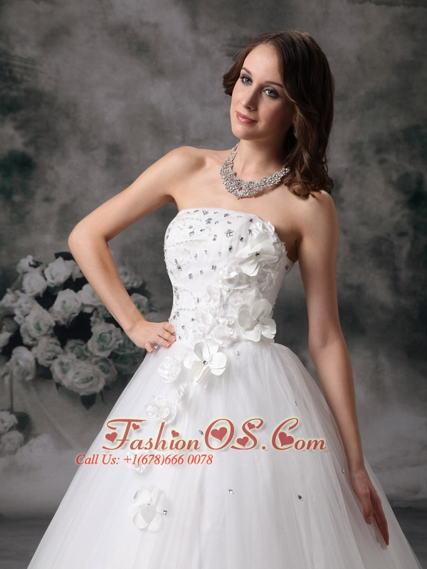 Sweet A-line Strapless Wedding Dress Tulle Beading Floor-length