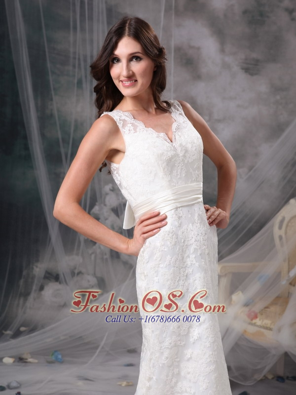 White Column V-neck Lace Wedding Dress Belt Brush Train