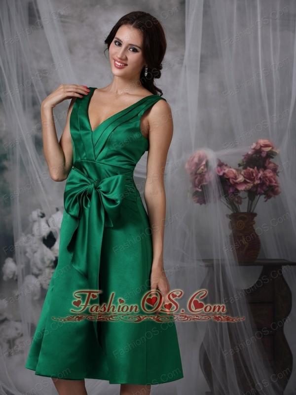 Elegant Dark Green Knee-length Bridesmaid Dress A-line V-neck Satin Bow Tea-length