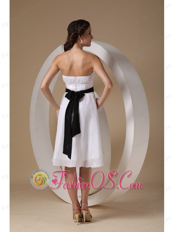 White Cheap Bridesmaid Dress With Black Sashes Knee-length