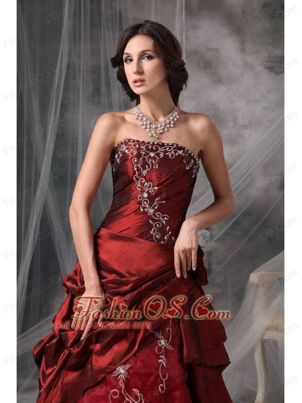 Beautiful Burgundy A-Line / Princess Strapless Quinceanera Dress Taffeta Appliques Floor-length
