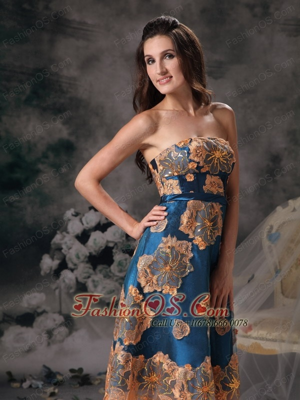 Beautiful Colorful A-line Strapless Mother Of Bride Dress Appliques Knee-length