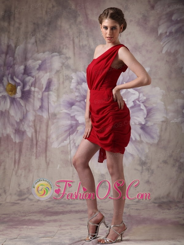 Low price Red Column One Shoulder Prom Dress Chiffon Ruch  Mini-length
